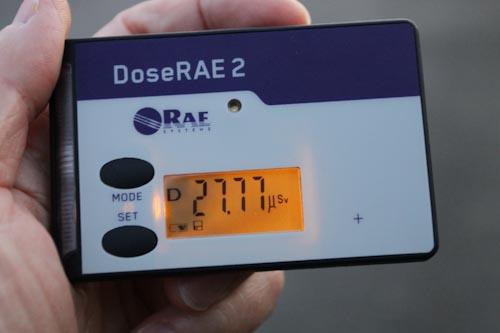 放射線線量計 DoseRAE2 PRM-1200 で累積放射線量を測定