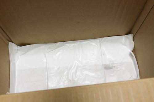 段ボール箱の底にも白い紙が敷いてあって、有機野菜が大事に届けられていることがわかります